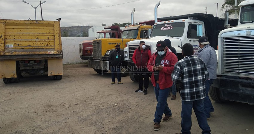 Hoy tampoco se recolectará la basura en La Paz: transportistas mantienen bloqueo