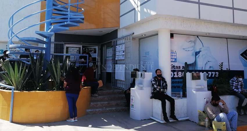 Por reclamar adeudo de tres quincenas, despiden a enfermeros del ISSSTE en La Paz