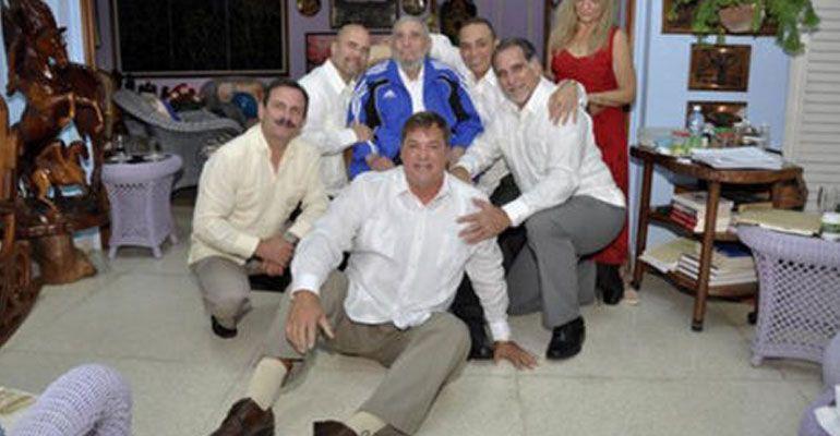 Fidel Castro se reúne con los cinco agentes liberados por EU