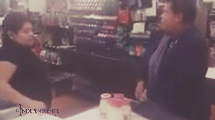 VIDEO: Sacan de su ropa mercancía robada en un súper