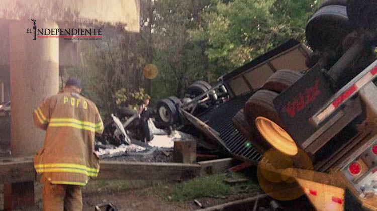 Muere chofer tras caer camión de puente de Maryland