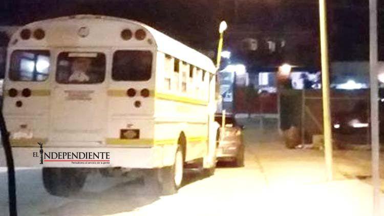"""Con picahielos, delincuentes asaltan a chofer y pasajeros de una """"pesera"""""""