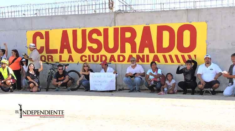 Ciudadanos -clausuran- muro de la Transpeninsular de manera simbólica