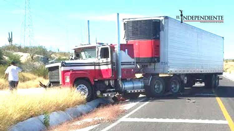 Encontronazo entre camiones en la carretera La Paz-Las Pocitas