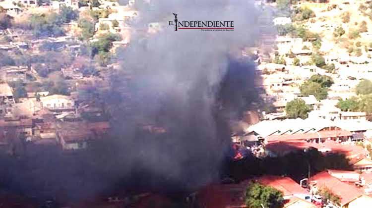 15 familias quedaron sin vivienda tras fuerte incendio en Santa Rosalía