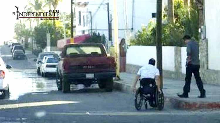 Avanza iniciativa de banquetas libres de obstáculos para personas con discapacidad en Los Cabos