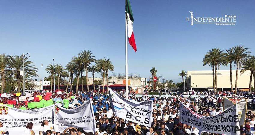 Más de 30 sindicatos se manifiestan en Palacio de Gobierno