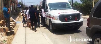 A punto de una tragedia; conductor imprudente atropella a niño en carriola