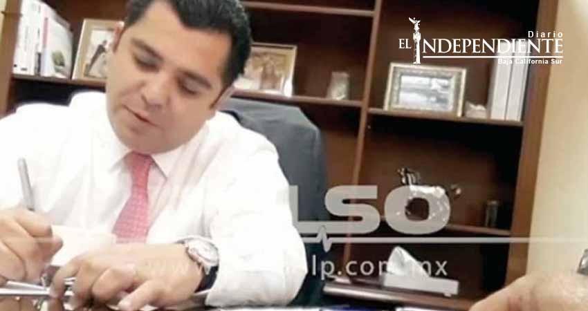 Enrique Flores renuncia al PAN
