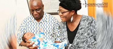 Da a luz a su primer bebé a los 59 años