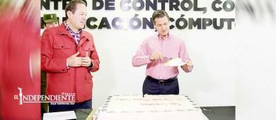 Peña Nieto parte pastel en celebración por sus 51 años
