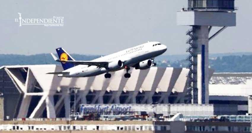 Despega avión con 191 pasajeros y aterriza con 192, nace bebé en vuelo