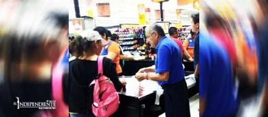 Cerca de 600 adultos mayores trabajan de empacadores en La Paz