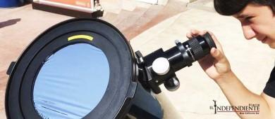 Cientos de personas observaron el eclipse en la marina de CSL