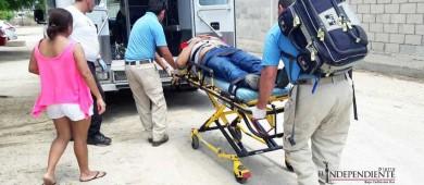 Hombre queda lesionado al resbalar y caer desde dos metros de altura