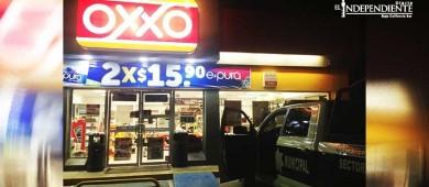 Solitario ladrón falla en asalto a tienda Oxxo
