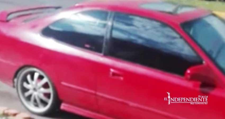 Muere bebé al ser olvidado en un coche por unas horas