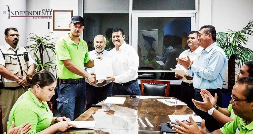 Entrega el alcalde de La Paz certificados de capacitación en atención prehospitalaria