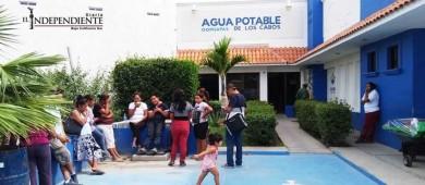 Cansados de vivir sin agua se manifiestan en oficinas de Oomsapas