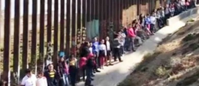 Desde la frontera niños entonan 'México lindo y querido'