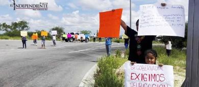 Colonos de Puerto Nuevo y Chula Vista se manifiestan en las fueras del Aeropuerto