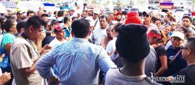 Protestan ciudadanos en la delegación de CSL hoy lunes