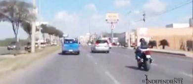 Motociclista a exceso de velocidad, arrolla y mata a peatón