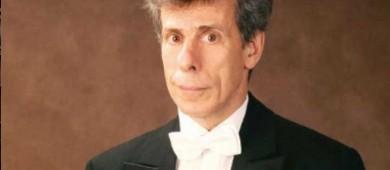 Jan Latham-Koenig; enriquecen a director cuestionado