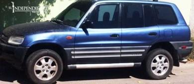 Autoridades encuentran vehículo con reporte de robo en La Paz