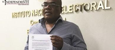 Entrega INE a Armando Aparicio constancia de candidato independiente