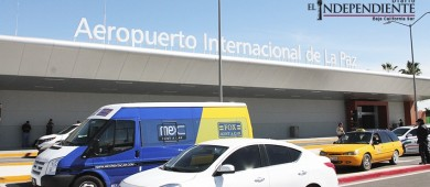 Denuncian taxistas del Aeropuerto de La Paz irregularidades ante la llegada de  nuevas concesionarias