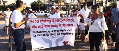 Marchan ciudadanos en protesta por violencia en BCS