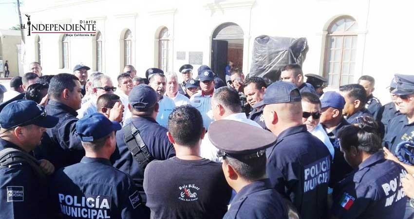 Protestan policías de Los Cabos ante notificación de despido