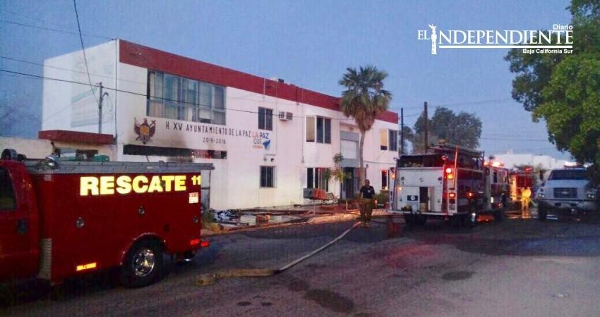 Se incendia archivo y planta baja del Instituto de Cultura en La Paz