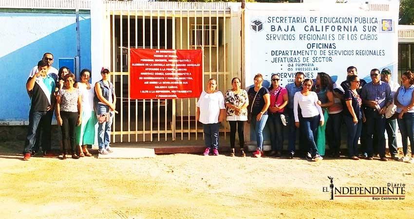 Docentes de escuela Arturo Guerrero cierran instalaciones de SEP en Los Cabos