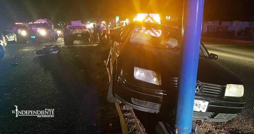 """""""Carambola"""" entre dos autos y una moto deja un lesionado"""