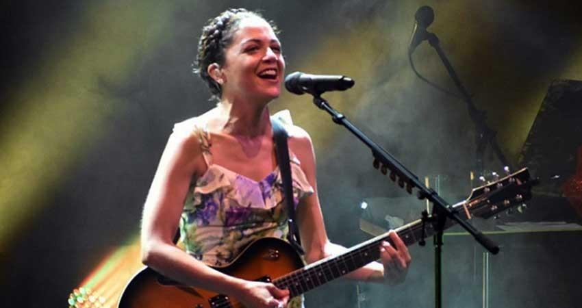 Natalia Lafourcade promete conectarse con público de la FIL