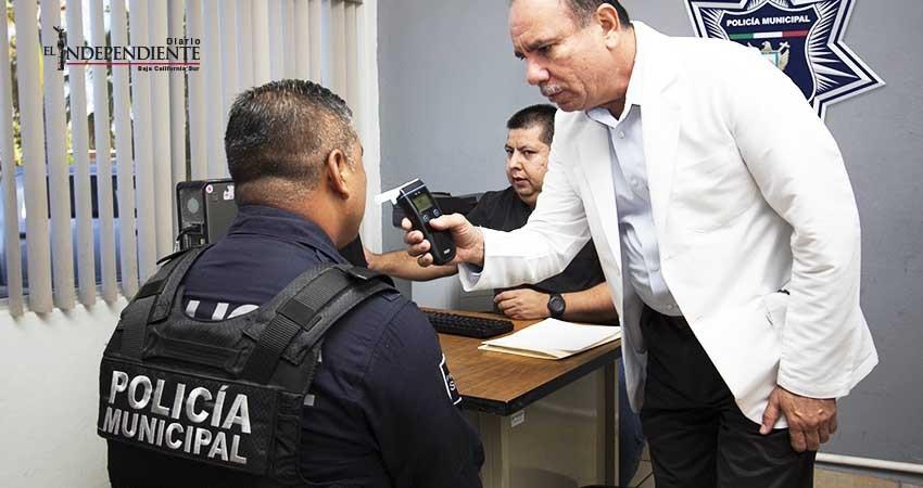 Aplican examen médico a policías municipales de La Paz