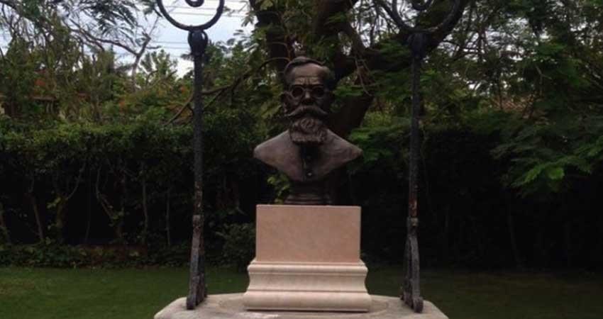 Develan busto de Carranza en casa del embajador de México en Cuba