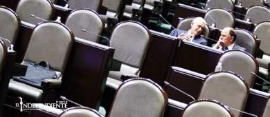 Diputados brillan por su ausencia para conmemorar el día contra la corrupción