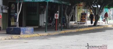 Sitios de taxis abusan de estacionamientos exclusivos en el Centro, denuncian comerciantes