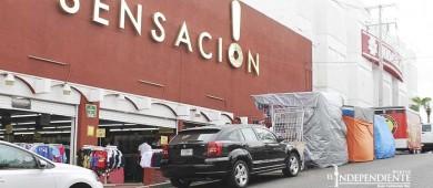 Ambulantes que se instalan en la calle obstruyen estacionamiento, denuncian comerciantes del Centro