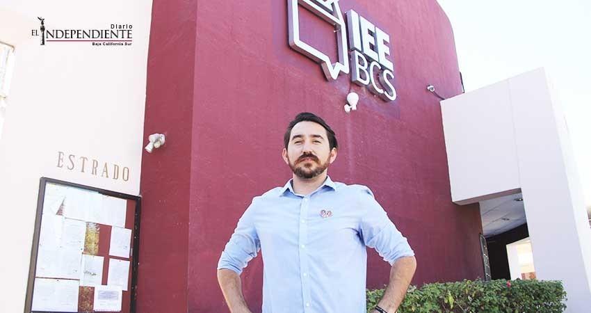 Busca Frank Aguirre candidatura independiente a diputación local