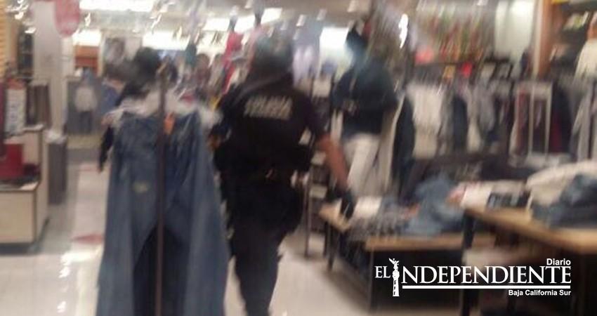 Fue herido dentro de Plaza La Paz y se escondió dentro de Sears