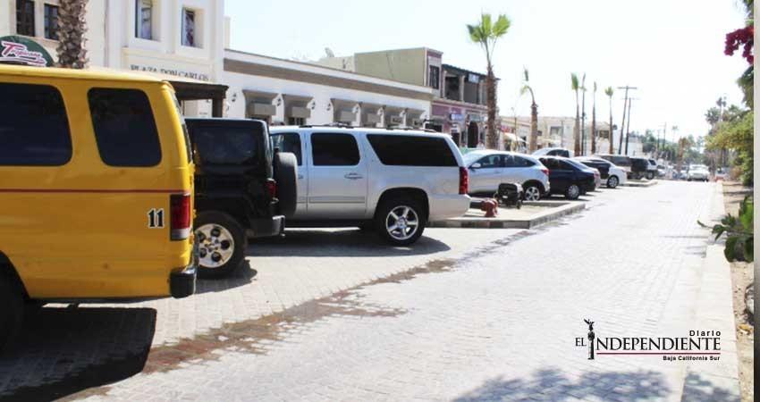 Acusan…. Taxistas buscan apoderarse de cajones de estacionamiento del centro