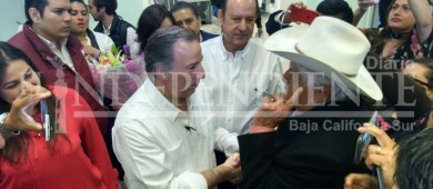Saluda Meade a BCS con dedicatoria al padre del Gobernador