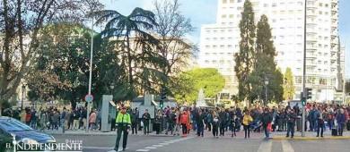Miles hacen fila por empleo en un hotel de España