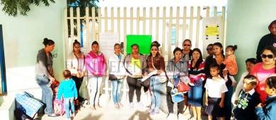 Entre aguas negras acuden a clases alumnos del complejo educativo de Chulavista