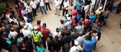 Protestan antorchistas en oficinas del Ayto cabeño