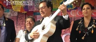 Paracho da emotivo homenaje a creador de la guitarra de 'Coco'